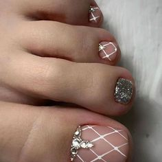 Newest Free of Charge Toe Nail Art pedicures Popular Usually if we presume regarding feet, the world thinks they are filthy and definite… in 2020 Simple Toe Nails, Pretty Toe Nails, Cute Toe Nails, Summer Toe Nails, Cute Acrylic Nails, Diy Nails, Nail Art Designs, Acrylic Nail Designs, Toe Designs