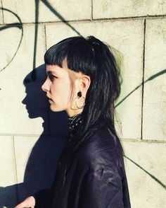 Cuts you have to do if your hair is a mess fashion Mullet Haircut, Mullet Hairstyle, Hair Inspo, Hair Inspiration, Hairstyles With Bangs, Cool Hairstyles, How To Style Bangs, Alternative Hair, Haircut And Color