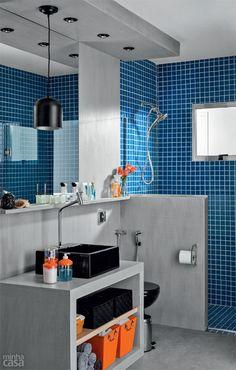 Por 10 x R$ 339, montamos um banheiro chique e contemporâneo: cimento queimado e louças pretas são as estrelas deste ambiente de 3,65 m² – só não há espaço para a mesmice