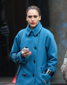 Jessica Alba was in New York City using her iPhone 4s. Jessica Alba, Max c649a6627f