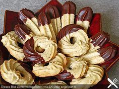 Almond biscuit- Mandel – Spritzgebäck Almond biscuits, a nice recipe from the category biscuits & cookies. German Christmas Cookies, German Cookies, Xmas Cookies, Cake Cookies, Holiday Baking, Christmas Baking, Easy Cookie Recipes, Baking Recipes, No Bake Desserts
