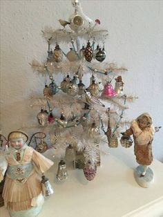 Antique Christmas Ornaments, French Christmas, Christmas Tree Themes, Christmas Past, Retro Christmas, Christmas Holidays, Christmas Crafts, Christmas Interiors, Feather Tree