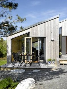 love the finish Scandinavian Architecture, Architecture Design, Ideas Cabaña, Small Summer House, Casa Patio, Timber Cladding, Tiny House Cabin, Prefab, Building A House