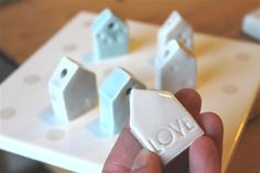 piccole casette in ceramica con imprinting - perfette per ciondoli pompelmo-rosa@libero.it