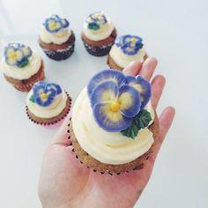 Pansy anyone? Cake decorating ideas