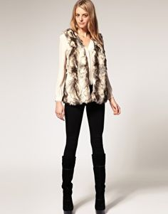 Want this faux fur gilet but it's sold out :'(