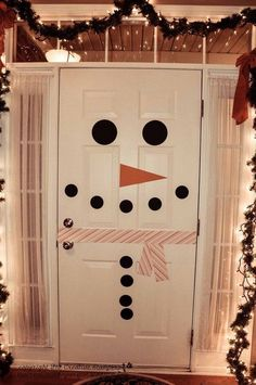Snowman Door Decor. Creative idea to decorate your inside door as a snowman. So cute and easy to make it!