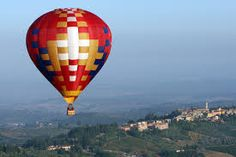 Morning flight in Chianti Travel Around The World, Around The Worlds, Balloon Flights, Blog Topics, Show Photos, Open Up, Hot Air Balloon, Shades Of Green, Something To Do