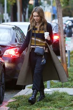 Stylish regardless of showers:Jessica Alba wasn't about to let anything rain on her fashi...