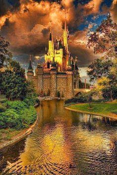 El Castillo de la Felicidad de Ruud West