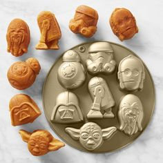 Star Wars Cookies, Star Wars Cookie Cutters, Star Wars Cake Pops, Star Wars Cupcakes, Star Wars Kitchen, Star Wars Food, Star Wars Party Food, Star Wars Themed Food, Star Wars Decor