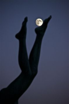 To be swept away by. (As I See It - David K Hardman Photography: Playing keepy-uppy with the Moon) Moon Photos, Moon Pictures, You Are My Moon, Luna Moon, Shoot The Moon, Good Night Moon, Moon Magic, Beautiful Moon, Moon Art