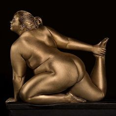 Another picture of my new photo project Metallic Curves ❤ For the full album click link in bio #bodypositivity #acceptance #nobodyshaming #nobullying #metalliccurves #metallic #curves #curvy #nudes #nudeart #nudity #fatart #plussize #art #photography #sculpture #photo #silvanadenker #photographer #gold @mic @people @cosmopolitan