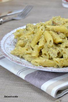 Le penne alla crema di carciofi e speck sono un primo piatto dal sapore molto particolare, ma estremamente buono; sono anche semplici da preparare.