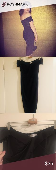 Body Like That Midi Dress Off the shoulder, hi low, midi dress with a sweetheart neckline. Is incredible flattering. AUS 8 but US small Hello Molly Dresses Midi