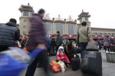 春節の帰省ラッシュがピークを迎え、混み合う北京駅=24日(ロイター) ▼24Jan2014産経新聞|36億人が大移動  春節、中国で帰省ピークに http://photo.sankei.jp.msn.com/kodawari/data/2014/01/24china/ #chunjie #chinese_new_year #lunar_new_year #china #beijing