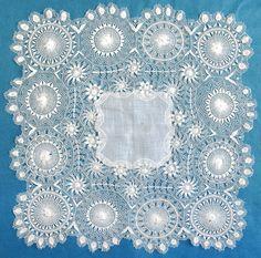 Fine antique/vintage Tenerife /sol lace handkerchief