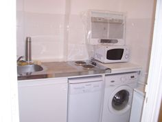 Location vacances appartement Vieille Ville: cuisine équipée avec réfrigérateur, lave linge et lave-vaisselle etc