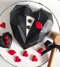 Chocolate Pinata, Hot Chocolate Gifts, Chocolate Candy Recipes, Chocolate Covered Treats, Chocolate Bar Wrappers, Chocolate Bomb, Chocolate Hearts, Cake Design For Men, Jungle Cake
