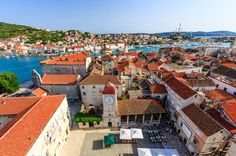 Split: Walking Tour: Diocletian Palace (4 hrs north of dubrovnik)