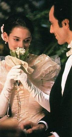 Winona Ryder and Daniel Day Lewis in The Age of Innocence. It won Best Costume Design  Gabriella Pescucci