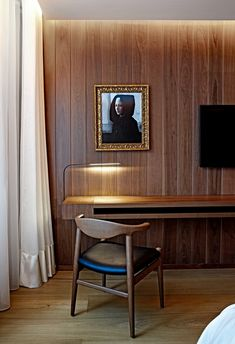 The painting/photograph is hideous. The hidden bulkhead light gives a nice on the wooden wall. Not unlike the bedrooms in the Edition. AR Yabu Pushelberg