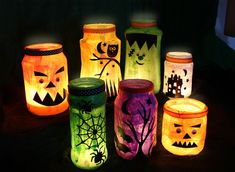 Five easy DIY Halloween decorations to make at home including Halloween lanterns, pumpkin crafts and more. A fun Halloween activity for kids. Halloween Jars, Homemade Halloween Decorations, Halloween Crafts For Kids, Halloween Party Decor, Halloween Pumpkins, Vintage Halloween, Spirit Halloween, Halloween Makeup, Reddit Halloween