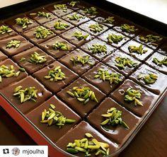 """637 Beğenme, 5 Yorum - Instagram'da Tarifsepetiniz (@tarifsepetiniz): """"#Repost @mjoulha with @repostapp ・・・ Çikolata'lı İrmik Tatlısı Bu tatlıyı yaparken mikser…"""""""