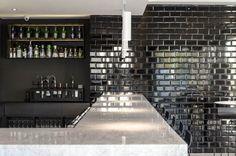 Black Gloss Metro Tiles: A timeless classic! Small Kitchen Organization, Small Kitchen Storage, Kitchen Tiles Design, Tile Design, Grace Cafe, Showroom Design, Black Tiles, Kitchen Hardware, Color Tile