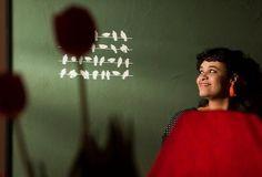 """Tulipa Ruiz se apresenta no dia 17, às 21h, no Galpão de Eventos do Sesc Ribeirão Preto. Um espaço reservado para shows, onde são esperadas 400 pessoas. Acompanhada pelo pai, o guitarrista Luiz Chagas, pelo irmão Gustavo Ruiz e pelos instrumentistas Duani Martins e Marcio Arantes, Tulipa é a voz da turma e a compositora....<br /><a class=""""more-link"""" href=""""https://catracalivre.com.br/geral/agenda/barato/tulipa-ruiz-se-apresenta-em-ribeirao-preto/"""">Continue lendo »</a>"""