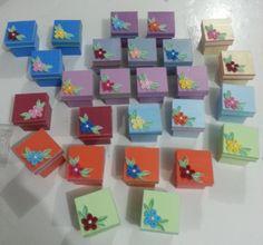 caixinhas decoradas em quilling, ideal para seu evento uma linda lembrancinha.