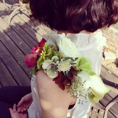 Shoulder corsage, wearable flowers