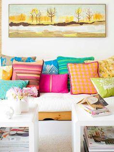 Haz PIN si te gustan los cojines coloridos que le dan estilo a tu sofa.