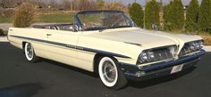 1961 Pontiac Bonneville Convertible: Passenger Side Front View