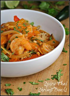 ✽ SPICY THAI SHRIMP BOWLS ✽  This looks soooo good I want it right now! This recipe comes from PreventionRD.com, a site where you can find all sorts of delicious healthy recipes so I suggest you check it out :)  This recipe only takes a total of 25 minutes to make and the only thing I would change is substituting the authentic rice noodles used in Pad Thai for the whole wheat spaghetti. You can find those in the Asian food section of your grocery store.