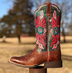 Brighten your step with the Ariat Magnolia Western Boots. This pair of ladies boots is embroidered with bright magnolia stitching on a dark turquoise shaft. These square toe boots also have a cute pop of pink along the collar. Cowboy Boots Women, Western Boots, Western Store, Tent Sale, Square Toe Boots, Country Girls, Magnolia, Costume Jewelry, Equestrian
