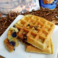 An easy Low Carb Waffle Recipe for thick fluffy gluten-free keto waffles that come out PERFECT every single time! Healthy Waffles, Low Carb Pancakes, Low Carb Bread, Low Carb Breakfast, Breakfast Ideas, Keto Waffle, Waffle Recipes, Blueberry Waffles, Diet Plan Menu