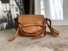 petit-sac-cuir-vieilli-camel (2) Saddle Bags, Camel, Small Leather Bag, Distressed Leather, Nice Purses, Leather Working, Camels, Bactrian Camel