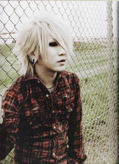 Ruki ❤ (ɔˆз(ˆ⌣ˆc) He looks like Suga from BTS in this pic, except Ruki's hair is a bit longer