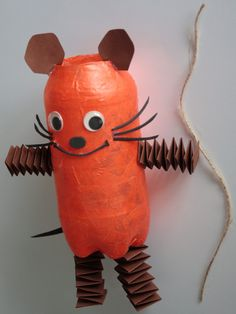 Die Maus-Laterne basteln in 4 einfachen Schritten - DIY-family The Effective Pictures We Offer You About diy halloween citrouille A quality picture can tell you many things. Fall Crafts, Diy And Crafts, Paper Crafts, Christmas Wood, Diy Christmas Ornaments, Diy For Kids, Crafts For Kids, Recycled Crafts Kids, Mouse Crafts