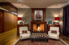 El abogado Mauricio Balcárcel recuperó un departamento, en donde fusionó arte contemporáneo con mobiliario clásico.
