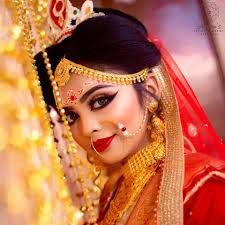Reflection Unisex Salon and beauty parlour for best bridal makeup In Karnal. Silicon makeup artist, skin care, hair style and party makeover glamorize your looks. Hd Bridal Makeup, Bengali Bridal Makeup, Bridal Makeup Looks, Indian Makeup, Bride Makeup, Bridal Beauty, Best Makeup Artist, Wedding Makeup Artist, Makeup Artists