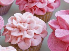 http://www.mindmegette.hu/A cupcake erősen emlékeztet a magyarok által ismert és nagyon megkedvelt muffinra, mégsem az. Pontosabban annyival több, mint egy muffin, hogy kiérdemelt egy saját, külön kategóriát.