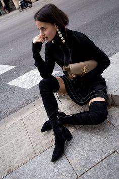 50 Street Style Looks Paris Fashion Week Fashion Week Paris, Street Fashion, Big Earrings, Statement Earrings, Pearl Earrings, Diamond Earrings, Diamond Jewelry, Looks Street Style, Mode Inspiration