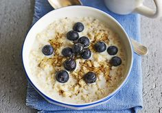 Slow Cooker Porridge - Put this oaty breakfast into your slow cooker before bed and wake up to a bowl of creamy comfort in the morning. Add your favourite toppings Slow Cooked Meals, Slow Cooker Recipes, Cooking Recipes, Batch Cooking, Cooking Ideas, Crockpot Recipes, Food Ideas, Slow Cooker Porridge, Slow Cooker Oats