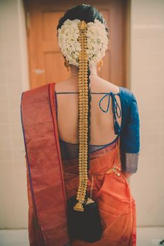 Traditional south indian bride with gold jada jewellery styling her hair! More