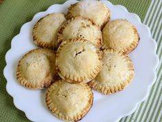 i need to try this. ++ gluten free apple hand pies
