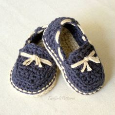 With this pattern by Two Girls Patterns you will lear how to knit a Baby boy - Lil' loafers super pattern pack comes with all 4 variations step by step. It is an easy tutorial about boy to knit with crochet or tricot. Crochet Baby Clothes, Crochet Baby Shoes, Crochet For Boys, Crochet Slippers, Booties Crochet, Crochet Crafts, Knit Crochet, Baby Patterns, Crochet Patterns