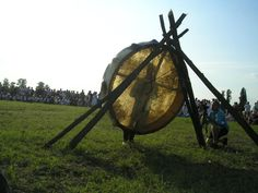 For this event was made and was used at the sacred fire the biggest shamanic drum of the world. Diameter is 188 cms. A leather good maker name Sandor Balogh and his team made this drum especially for the Kurultaj, wäch means unity-It was made from Siberian birch tree and from a whole skin of a cow.