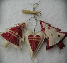 Homemade Christmas Decorations Information Database Fabric Christmas Ornaments, Felt Christmas Decorations, Felt Ornaments, Tree Decorations, Country Christmas Ornaments, Primitive Ornaments, Christmas Makes, Rustic Christmas, Christmas Holidays